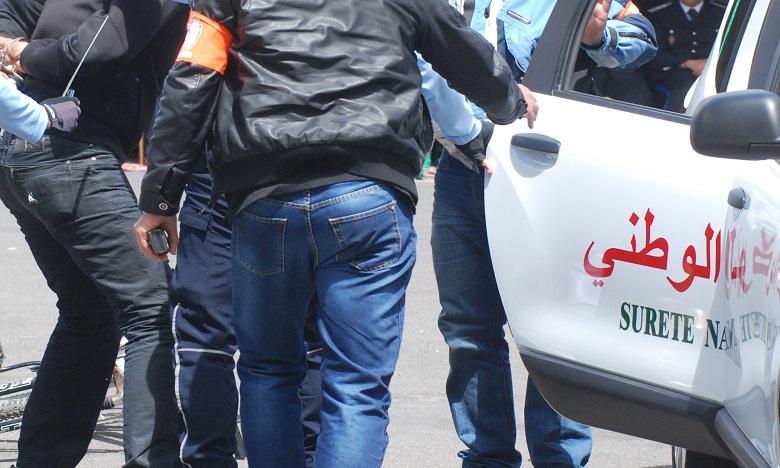 الناظور .. توقيف شخص من ذوي السوابق القضائية للاشتباه في تورطه في محاولة القتل العمد وتكوين عصابة إجرامية وتنظيم الهجرة غير المشروعة والاتجار في المخدرات