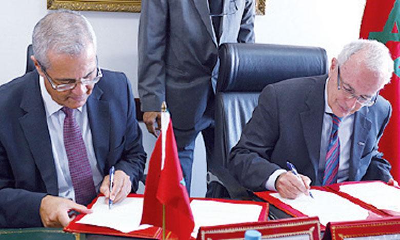 المغرب والكيبيك يوقعان اتفاقية تعاون لتعزيز قدرات الموارد البشرية بالإدارة العمومية
