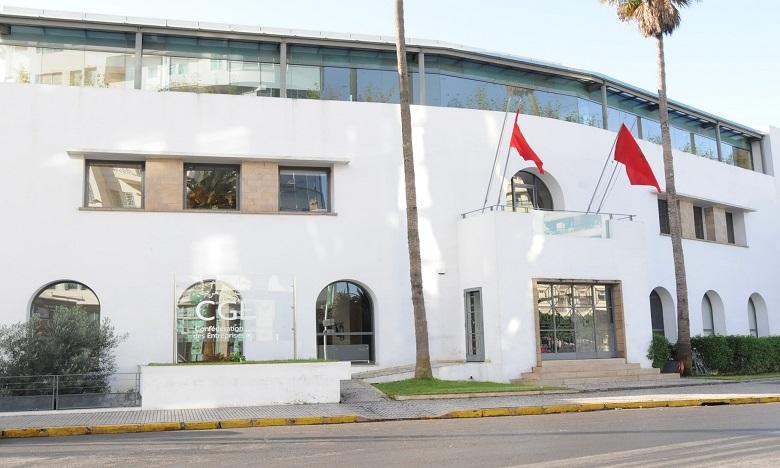 """الحكومة تصف تصريحات رئيس الاتحاد العام لمقاولات المغرب حول الوضع بالجزائر  بالتصرف """"غير المسؤول والأرعن والمتهور"""""""