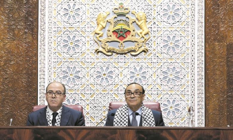 رئيسا مجلسي النواب والمستشارين يقدمان لجلالة الملك عددا من الإصدارات