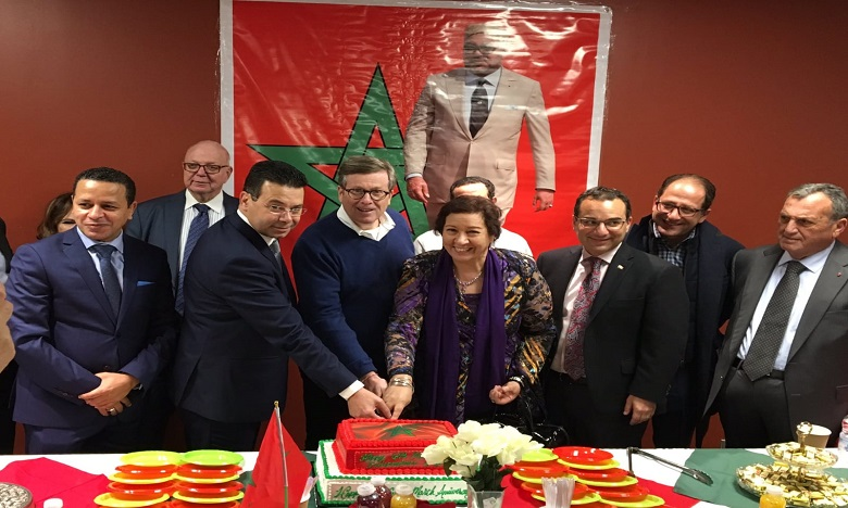 الذكرى 64 لعيد الاستقلال: رفع العلم المغربي للمرة 9 فوق بلدية طورونطو بكندا