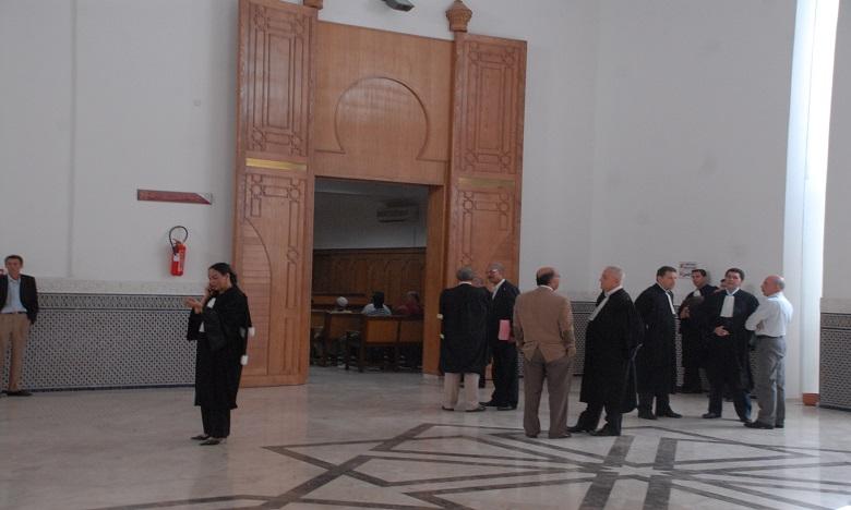 """الدفاع يؤجل أولى جلسات محاكمة 4 متهمين في ملف فيديو """"النصب باسم القضاة"""