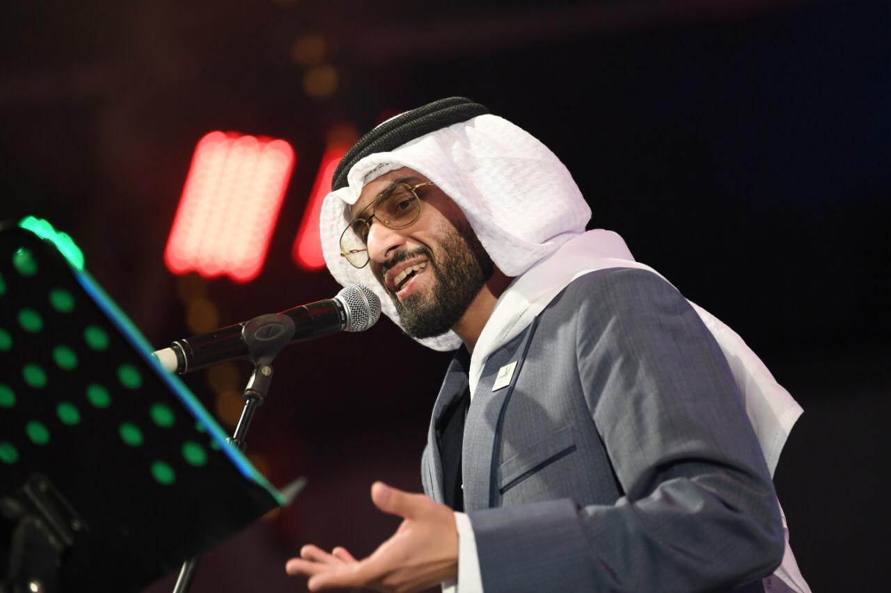 """بعد موسم طانطان.. الفنان الإماراتي طارق المنهالي يعود لجمهوره المغربي  بتجديد أغنية """"صوت الحسن"""""""