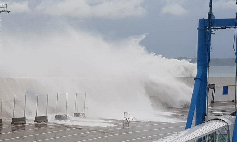 أمواج خطيرة يتراوح ارتفاعها بين 4 و6 أمتار على السواحل الأطلسية