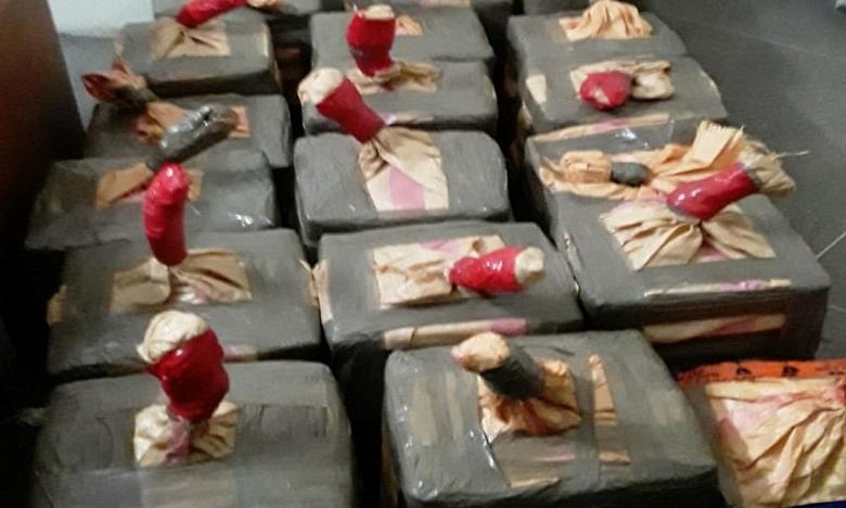 أكادير: إجهاض عملية لتهريب المخدرات وحجز بندقية صيد و650 كلغ من الشيرا