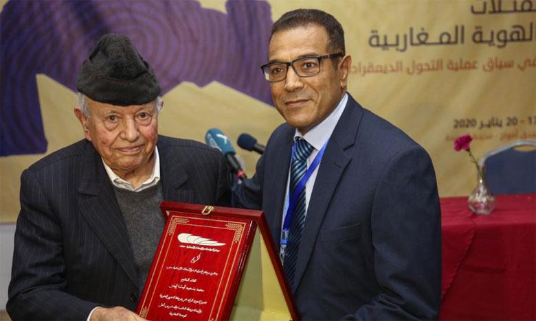 تكريم مختار بنعبدلاوي في المنتدى المغاربي بالحديدة تقديرا لدوره الرائد في حركة التحرير المغربية