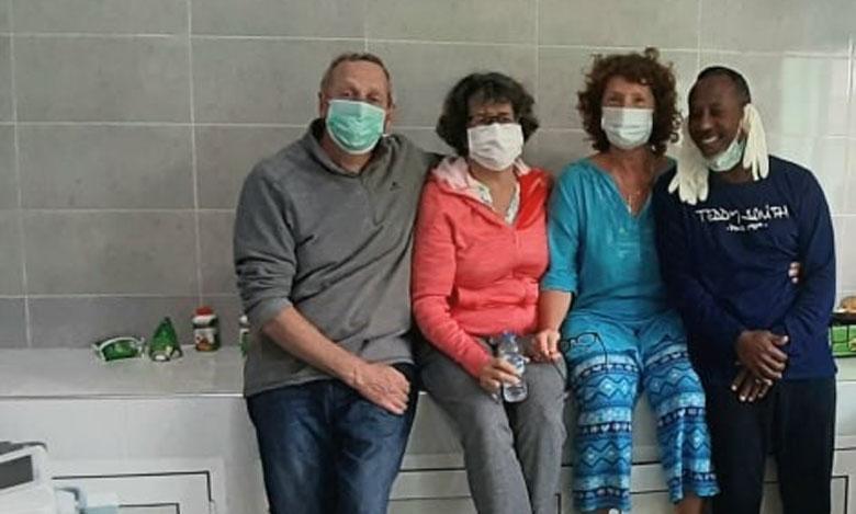 """4 أشخاص يغادرون المستشفى الجهوي الحسن الثاني لأكادير بعد شفاءهم من """"كورونا"""""""