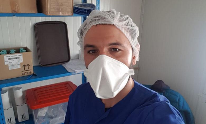 """حمزة ابراهيمي: """"أتابع المستجدات العلمية والتقنية لمرض كوفيد19 وأعممها على الأطر الصحية"""