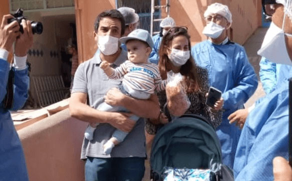مراكش: أسرة فرنسية مكونة من 3 أفراد تغادر مستشفى ابن زهر بعد شفائهم من فيروس كورونا