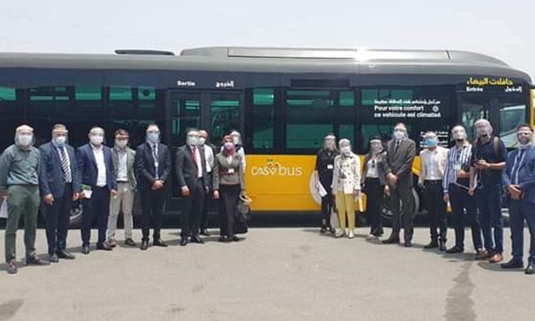 لجنة خاصة تعاين الحافلات الجديدة التي ستجوب شوارع البيضاء قريبا