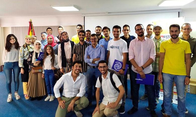 مواقع إسبانية تشيد بتكوين  جامعيين مغاربة سيعملون على خلق مشاريع عند العودة إلى في المغرب
