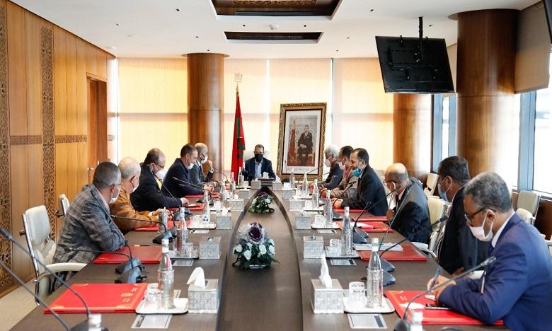 """رئيس الحكومة يتباحث مع برلمانيي جهة فاس-مكناس حول كارثة البَرَدِ """"تبروري"""""""