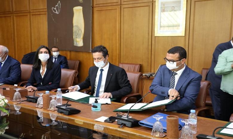 التوقيع على ميثاق للإنعاش الاقتصادي والشغل وعقد - برنامج حول السياحة