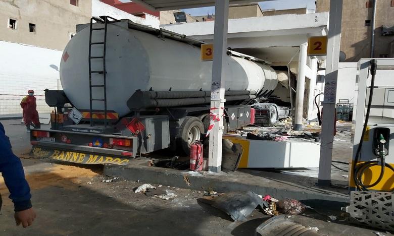 الدارالبيضاء: جريحان وخسائر مادية في اقتحام شاحنة صهريجية لمحطة وقود (صور)