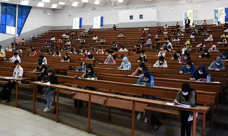 الامتحانات الكتابية الجامعية عن بعد تنتصر للطلبة في مواجهة كوفيد 19