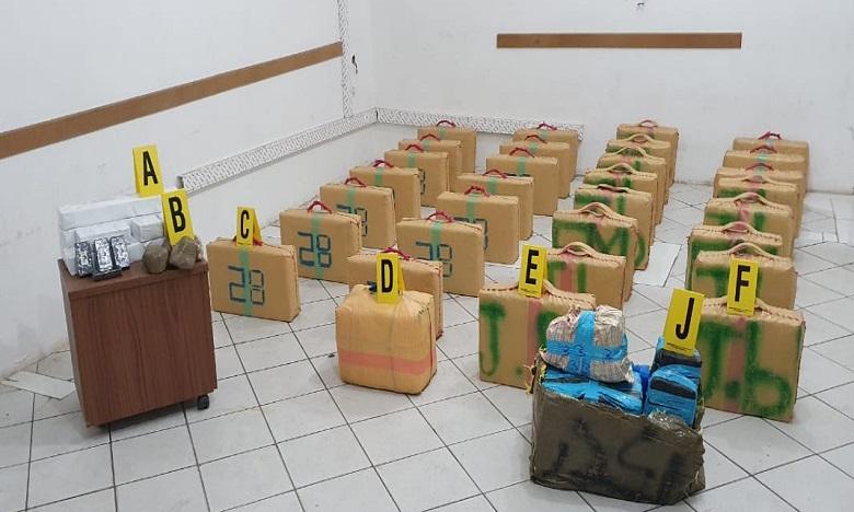 أكادير: إيقاف شخص في قضية تهريب 880 كلغ من مخدر الشيرا