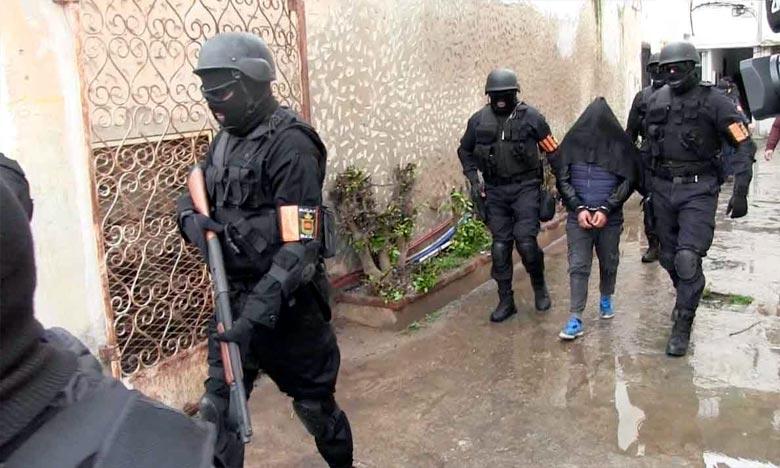 """تطوان: تفكيك خلية إرهابية موالية لـ """"داعش"""" وحجز معدات ومستحضرات كيميائية تدخل في صناعة العبوات المتفجرة"""