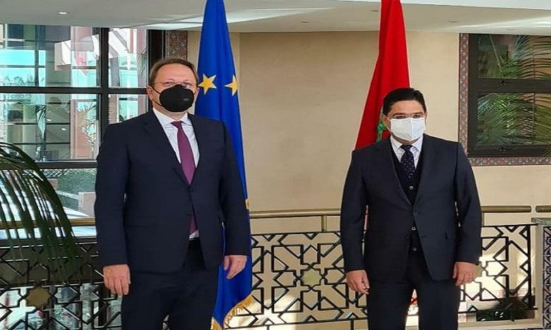 كوفيد-19: المفوض الأوروبي المكلف بسياسة الجوار والتوسع يدعو إلى خطة اقتصادية للشراكة بين المغرب والاتحاد الأوروبي
