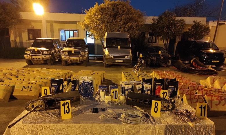 الناظور: فتح بحث قضائي لتحديد المتورطين في محاولة تهريب طنين و380 كلغ من مخدر الشيرا