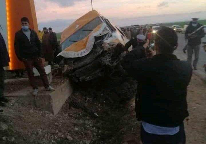إصابة 17 تلميذا بجروح خفيفة في حادث سير بسطات