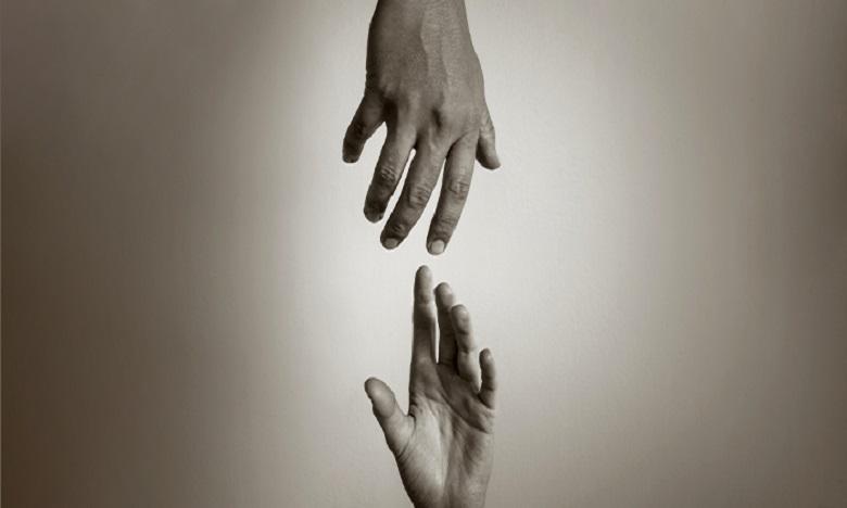 """""""لا تنتحر أنا هنا لأنصت لك""""..رسالة إنسانية للصحافي مبارك  للحد من انتشار حالات الانتحار في ظل الجائحة"""