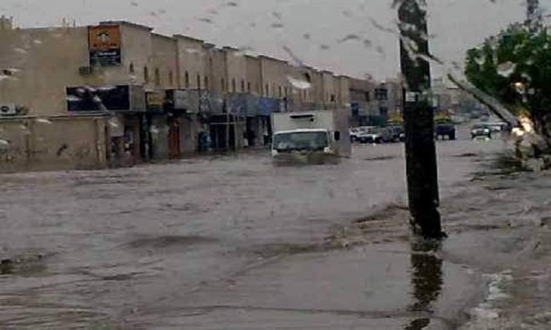 بلغت 100 ملم: أمطار غزيرة تغرق أحياء ومنازل تطوان وتجرف السيارات وتلحق خسائر مادية بالممتلكات