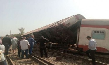 مصر: 11 قتيلا و98 جريحا في حادث خروج قطار عن القضبان