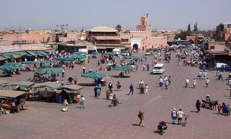مراكش: السلطة المحلية تقود حملة لتحرير البنايات العشوائية بأسطح المقاهي والمطاعم بساحة جامع الفنا