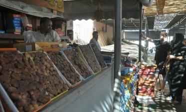"""رمضان ينشط الحركة التجارية بسوق التمور بمراكش في ظل الأزمة الاقتصادية وتداعيات جائحة """"كوفيد-19"""""""