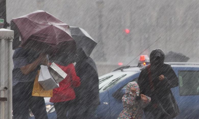 زخات مطرية رعدية قوية وهبات رياح قوية اليوم الأربعاء وغدا الخميس