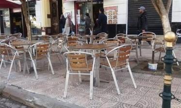 أصحاب المقاهي والمطاعم يطالبون الحكومة بالتخفيف من إجراءات الحجر الصحي