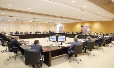 المصادقة على 23 مشروع اتفاقية وملاحق اتفاقيات استثمار بقيمة 9,74 مليار درهم