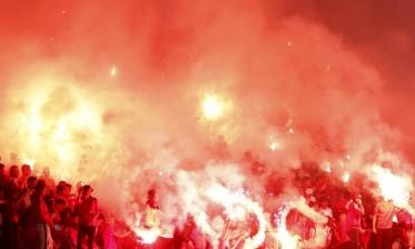 انفجار يفضح قيام مشجعين بتحضير مفرقعات وشهب لاستخدامها في الشغب الرياضي