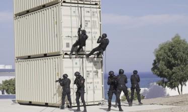التعاون المغربي – الأمريكي: القوات الخاصة للبحرية الملكية تتدرب على تقنيات الإنزال السريع