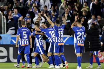 ديبورتيفو ألافيس ينتزع صدارة الدوري الاسباني مؤقتا