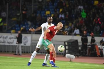 شوط أول متكافئ بين المنتخب المغربي والكاميرون 0-0