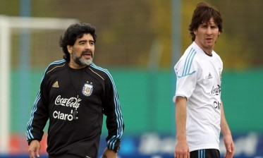 مارادونا يفجرها: ميسي لا يستحق حمل قميص المنتخب الوطني