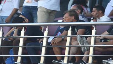 رونار يتابع مباراة جنوب إفريقيا والكوت ديفوار