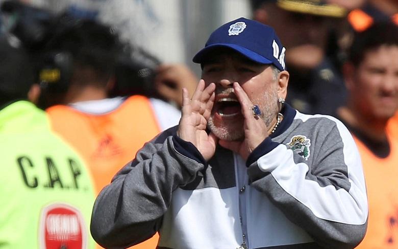 مارادونا في أول هزيمة كمدرب مع خيمناسيا