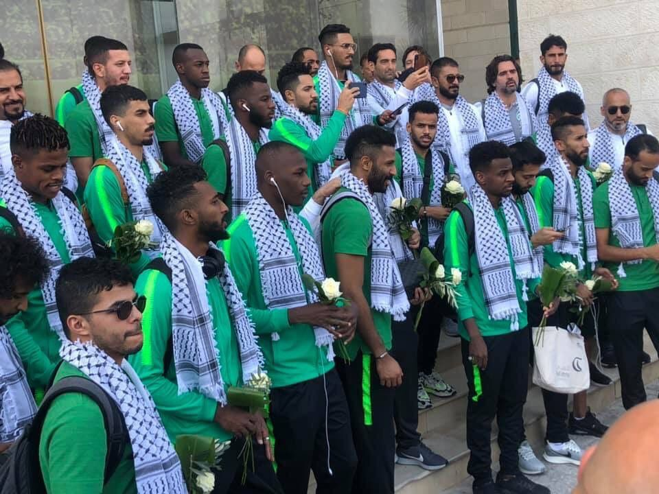 بعثة الأخضر تؤدي الصلاة في المسجد الأقصى