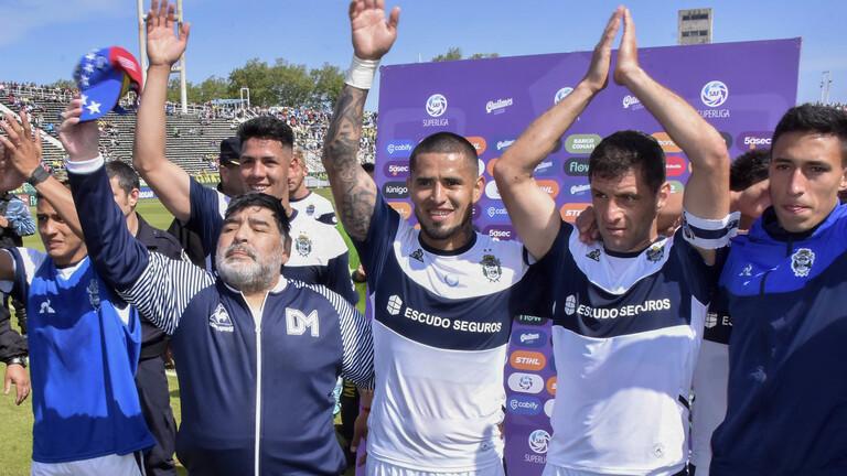 مارادونا يعود للتدريب من جديد مباشرة بعد استقالته