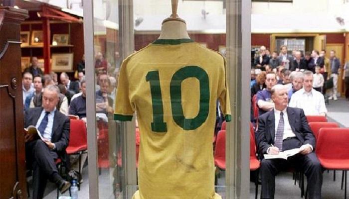 بيع قميص لبيليه بـ30 ألف أورو