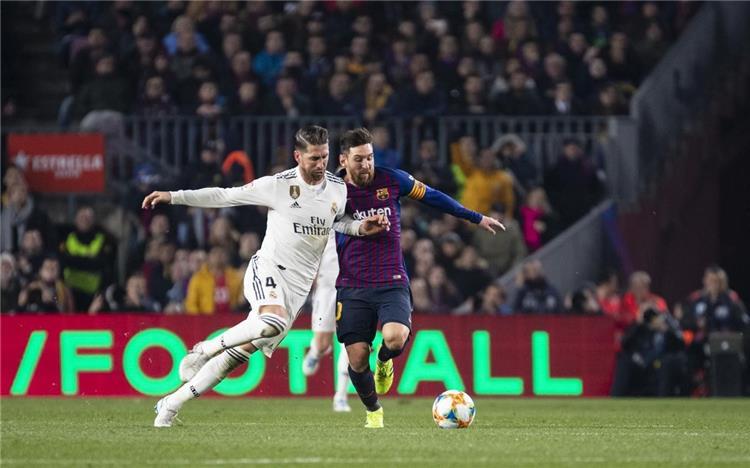 الاتحاد الإسباني يكشف حكم مباراة الكلاسيكو الإسباني