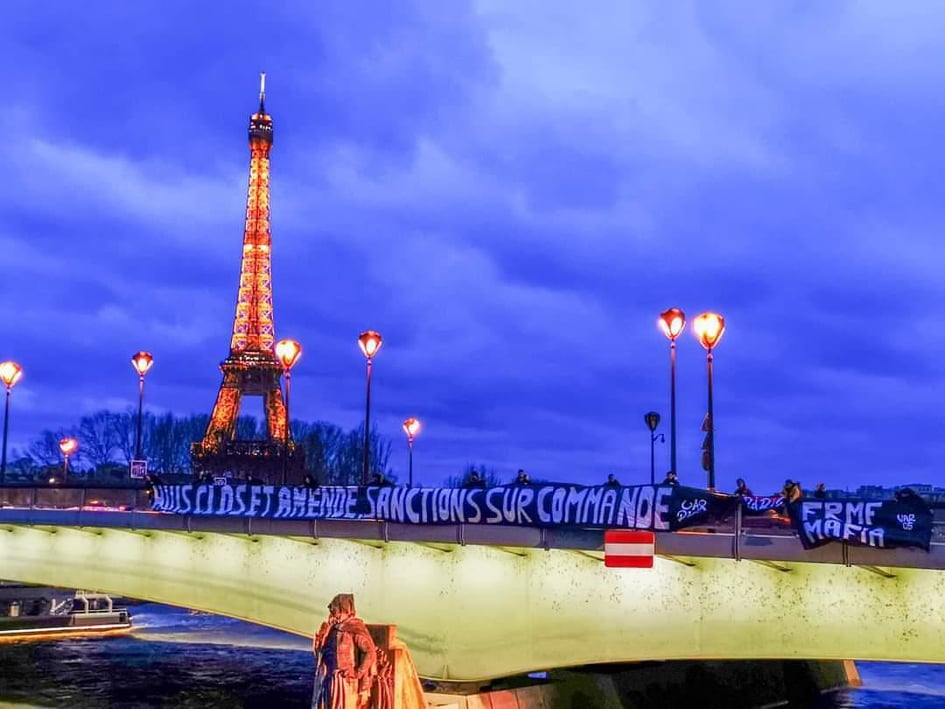 """أنصار الجيش يحتجون على """"الويكلو"""" في باريس"""
