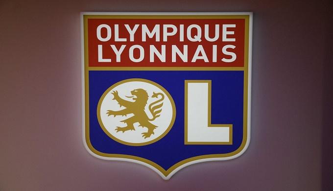 ليون يطالب باستئناف الدوري الفرنسي