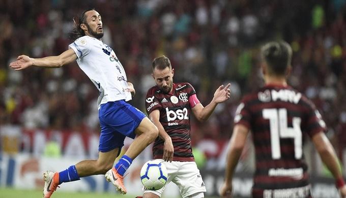 الرئيس البرازيلي يريد عودة كرة القدم رغم تفشي كورونا