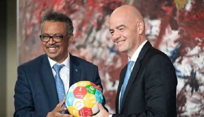 """""""فيفا"""" والمنظمة العالمية للصحة يعدان خطة لعودة كرة القدم"""