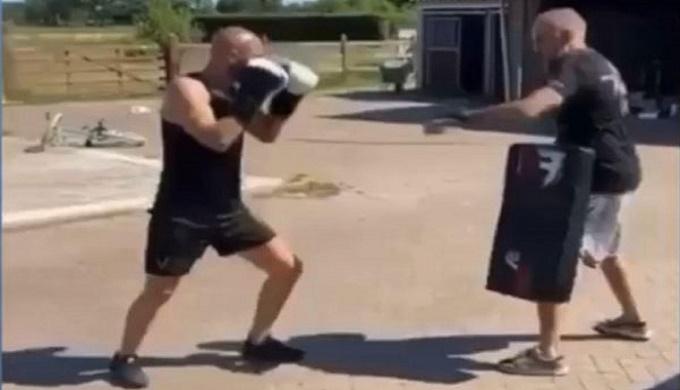 هل يستعد أمرابط لاحتراف الملاكمة بعد الاعتزال؟