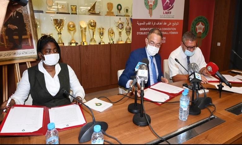 التوقيع على عقد أهداف للنهوض بكرة القدم النسوية