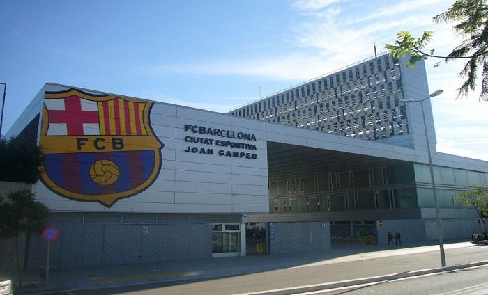 برشلونة يواجه خطر الإفلاس